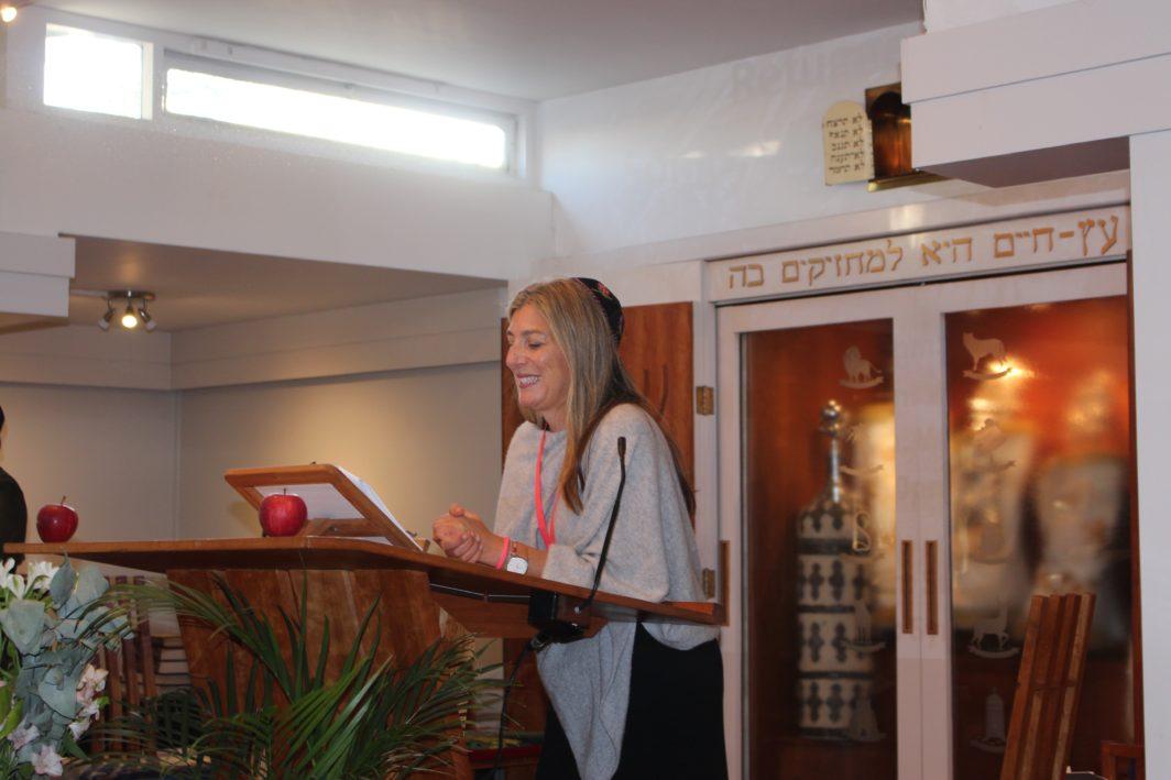 Rabbi Rebecca Birk at Finchley Progressive Synagogue (FPS) action for refugees
