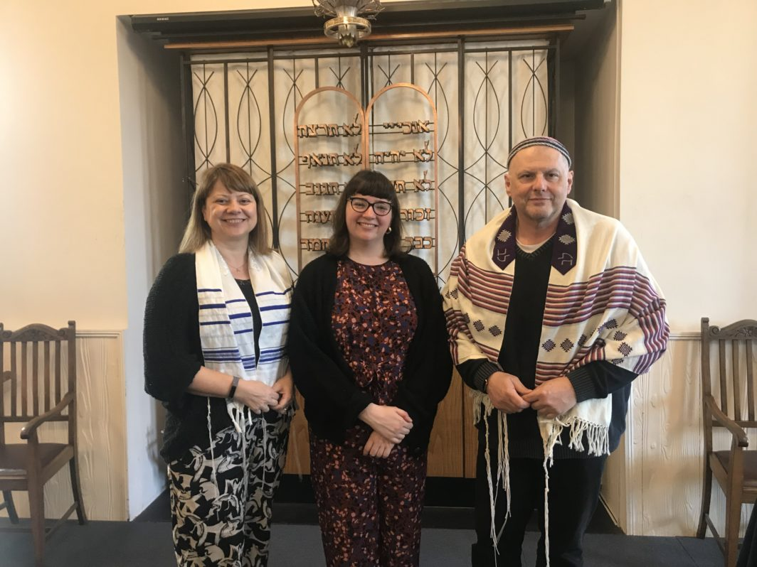 Sophie Mayor with Rebecca Singerman-Knight and Rabbi Dr René Pfertzel at Kingston Liberal Synagogue